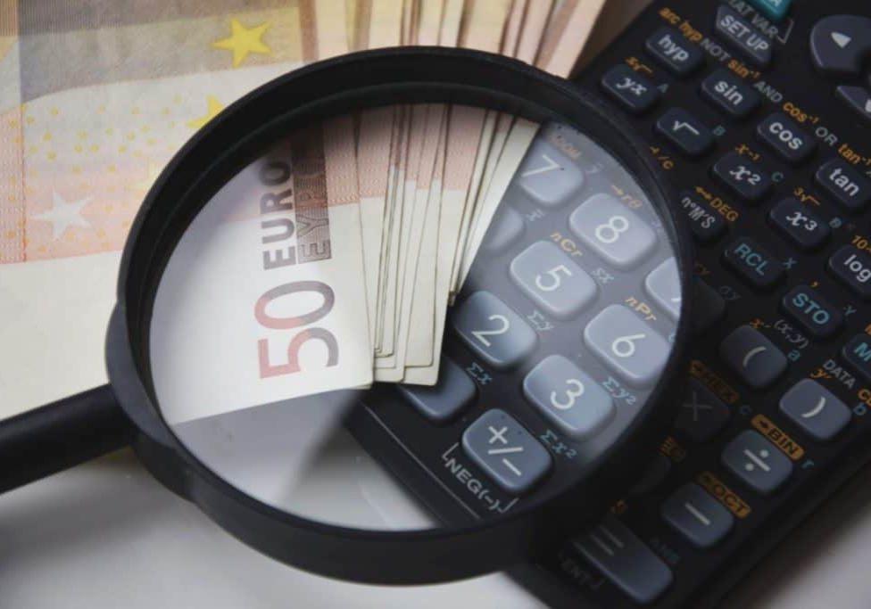 calculate-calculator-close-up-221174 (2)